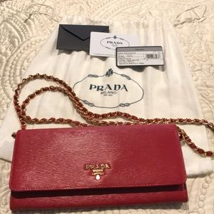 520779c750a0 Beautiful Authentic Prada Wallet On Chain! 💗
